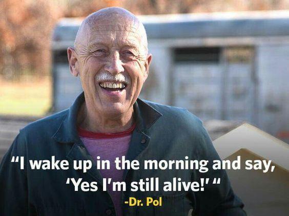 Jan pol is onderhand al 73 Jaar oud, hij is de oudste dierenarts van de wereld. Hij is voorlopig ook nog niet van plan om te gaan stoppen met zijn fantastische werk!