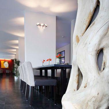 """Ekskluzywne panele podłogowe imitujące kamień marki WINEO w hotelu Loccumer Hof niemieckim w Hanowerze. Panele """"Silver Slate"""" z kolekcji """"Select Stone""""."""