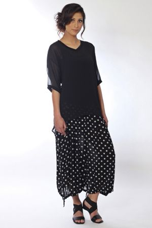 Polka dots, detail and easy to wear. Our Malaga pleat front cullotte is enough to go dotty over! Teamed with our Kim tee and Liar elastic strap sandal, this could take you anywhere.