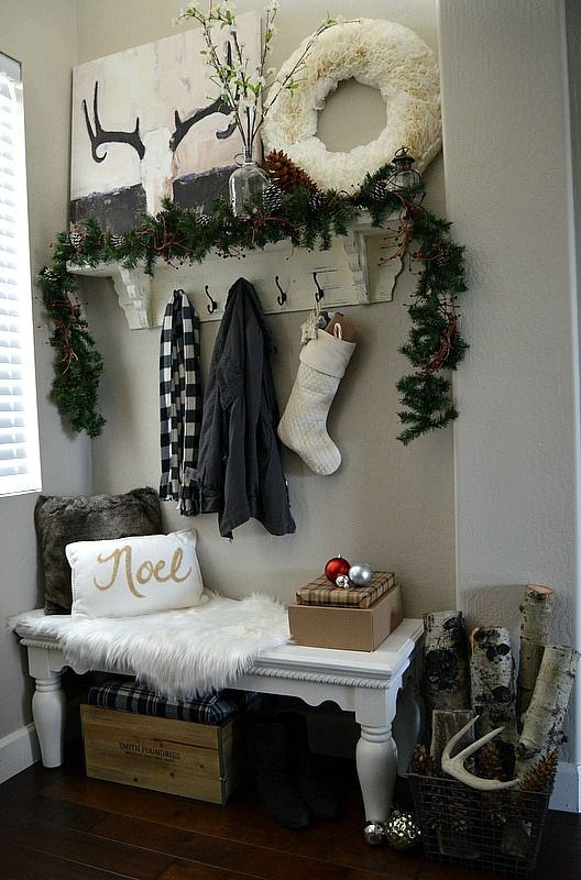 Best 25 christmas entryway ideas on pinterest for Foyer christmas decorating ideas