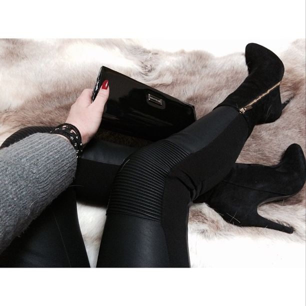 Colette Sol Glam Clutch with shoes