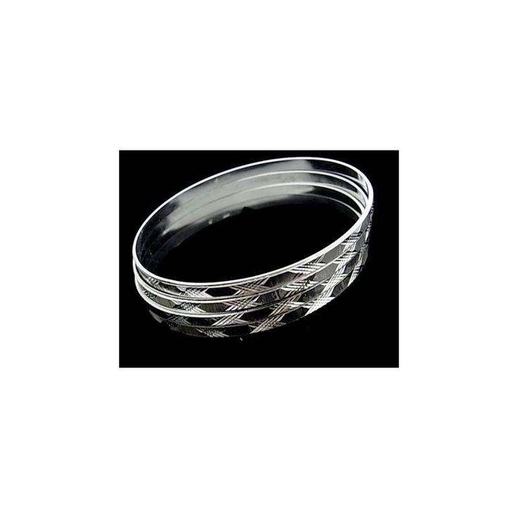 Pulsera de plata de primera ley estilo brazalete de aro semanario tallado de 4 mm de ancho cada aro. Precioso y con mucha elegancia.