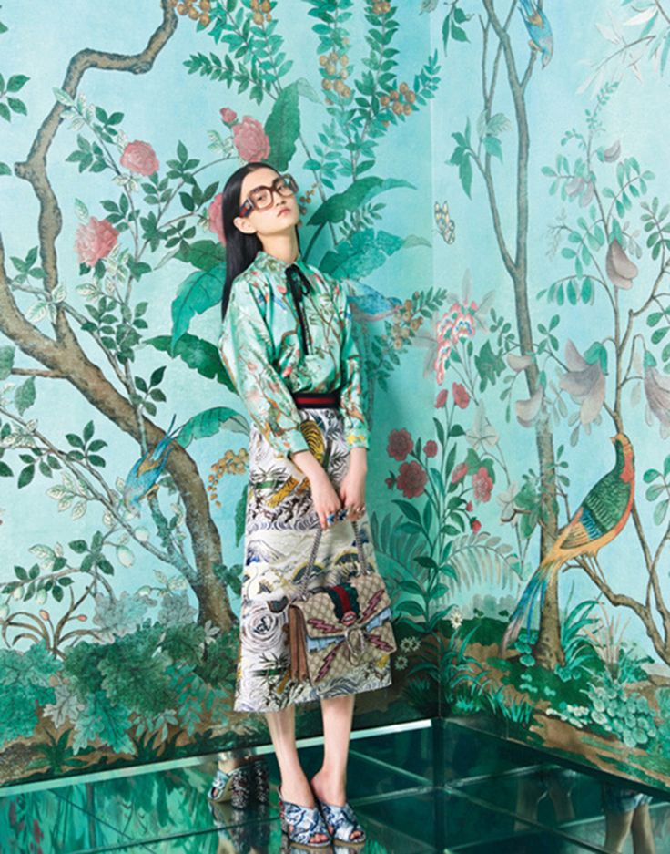 Fashion also has its eye on chinoiserie – as proven by the spring/summer collection for 2016 by Gucci, today's hottest brand. This image, from W Magazine, has a great background to complement the outfit.