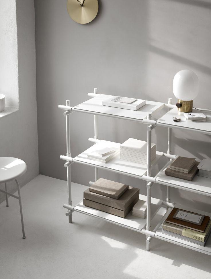Ponadczasowe lampy marki MENU zostały zaprojektowane przez szwedzkiego designera Jonasa Wagella. Jak zwykle, tak i w tym projekcie, artysta postawił na prostotę i funkcjonalność.