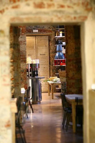 Lo spazio suggestivo del ristorante Piazza del Vino