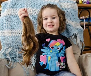 Little girl cuts hair for a good cause | cochranetimepost.ca | December 17, 2014   #donate #AngelHairforKids #ACVF #give #hair #adorable
