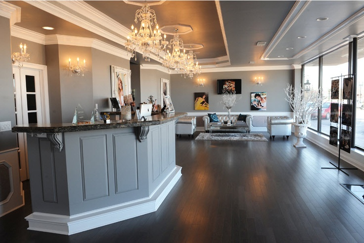 Blair Phillips Studio 39 S Front Lobby Love The Chandeliers