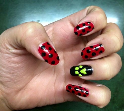 Omg I love this so much!!! Miraculous Ladybug and Cat Noir nails!!! ❤️