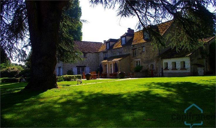 Haras à vendre chez Capifrance à Crespieres.     > 575 m², 12 pièces dont 7 chambres et un terrain de 1.9 HA.     Plus d'infos > Arnaud Tronchet, conseiller immobilier Capifrance.