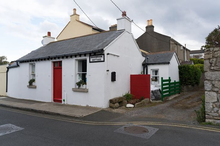 ROCKBROOK COTTAGE - This attractive little cottage is located near Coliemore Harbour outside Dalkey village.