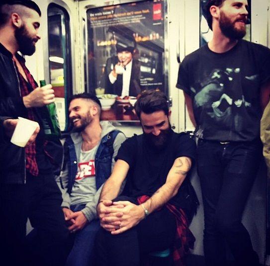 日本なら炎上?地下鉄でイケメンを隠し撮りしたインスタグラムが人気