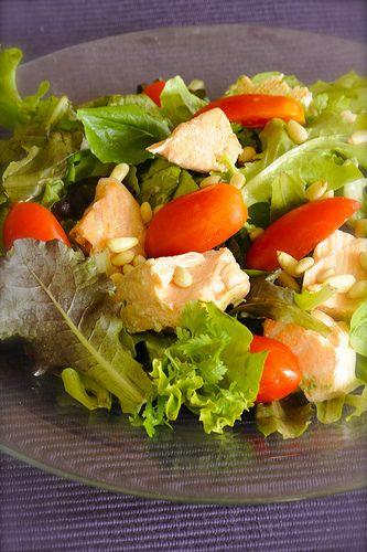 Салат с паровым лососем и креветками (belonika)
