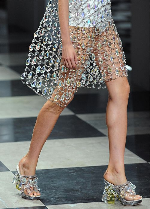 Get your daily dose ofrunway inspirationhere!