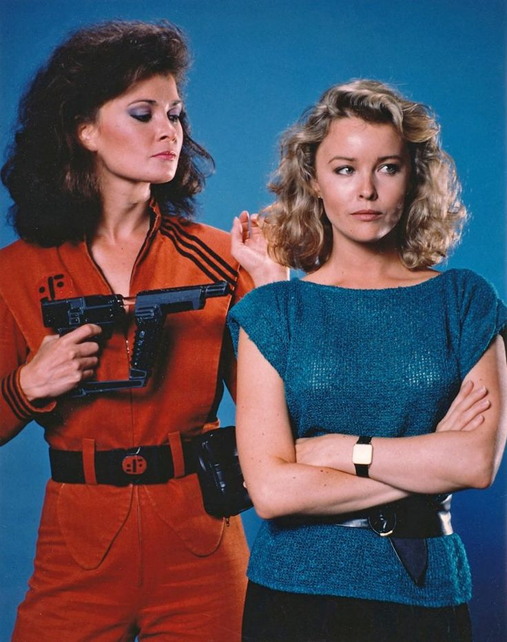 Faye Grant as Juliet Parrish and Jane Badler as Diana in V The Original Miniseries a two-part science fiction television miniseries, written and directed by Kenneth Johnson.