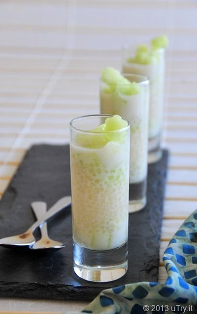 Craving for this Coconut Tapioca Pearl Dessert 椰汁蜜瓜西米露....one of my childhood favorite summer dessert.