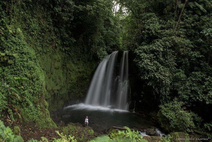 bagnetto nel laghetto della cascata- Arenal Costa Rica