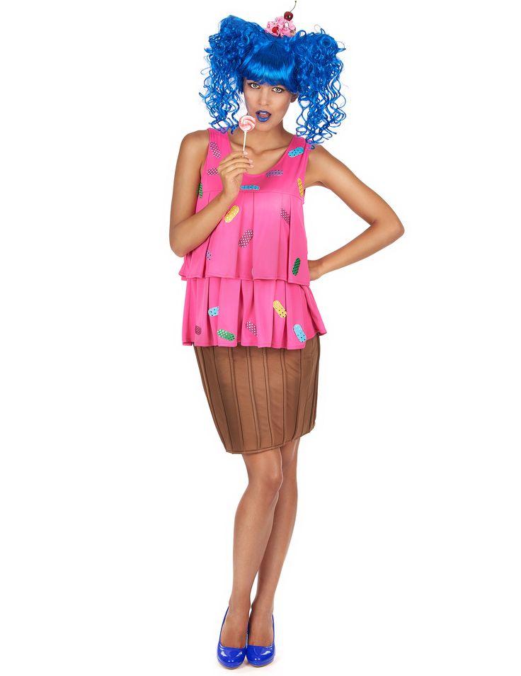 Costume da cupcake rosa per donna: Questo travestimento da cupcake per donna comprende una maglia, una gonna e un cerchietto (parrucca e scarpe non incluse).La maglia è di colore rosa e presenta una lavorazione plissé e...
