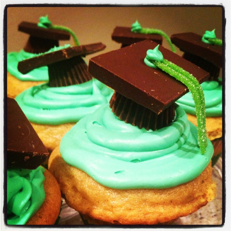 Cute cupcakes for a #Baylor graduation party! #sicem