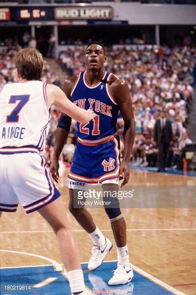 Fotografia de notícias : Gerald Wilkins of the New York Knicks stands...