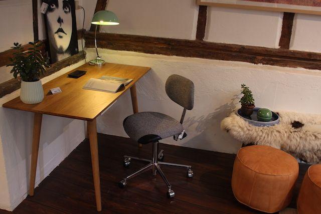 C007 - Skrivebord i enkelt design med en enkelt skuffe - Design by Sol