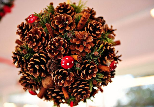 Christmas decoration christmas pinterest for Large christmas pine cones