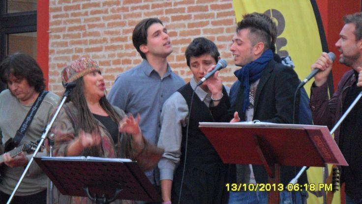 cantare insieme, è più bello! Iskra Menarini e i finalisti del concorso canoro