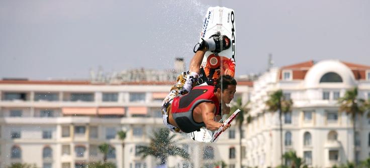 Kyte Surf en baie de Cannes Cannes et ses facettes, Cannes sport et bien être - Site de l'Office de Tourisme de Cannes