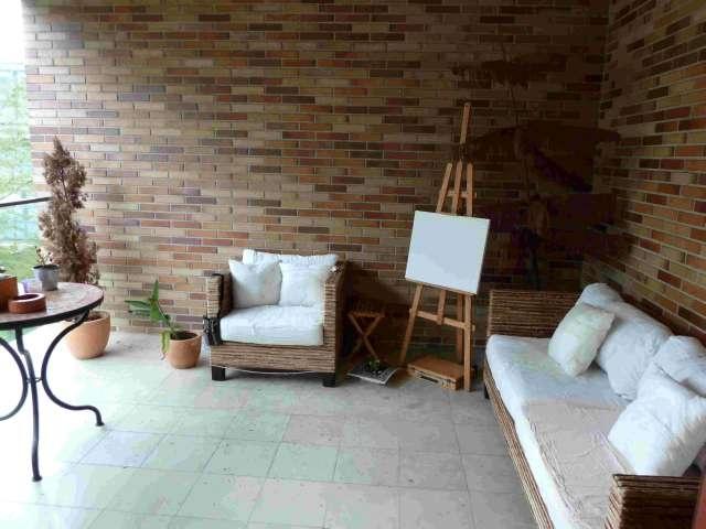 T2 em Ed de prestigio no centro de Alcantara. Excelente apartamento de 3 assoalhadas para arrendamento.