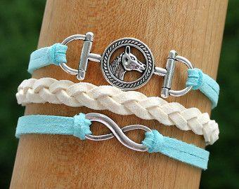 Articoli simili a Bracciale albero della vita - PINK Faux Suede Leather Cord karma amicizia braccialetto di fascino dell'albero della vita - Made in CANADA su Etsy