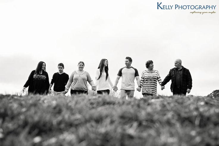 Family photo poses - Canberra Family Photographer