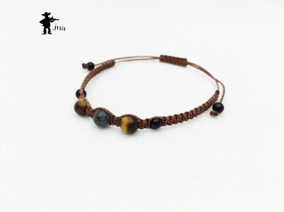 ホークアイ、タイガーアイ、オニキス3種類の天然石を栗色のロウ引き紐で編み込んだブレスレットです。ホークアイ・・・6ミリ×1個タイガーアイ・・・6ミ...|ハンドメイド、手作り、手仕事品の通販・販売・購入ならCreema。