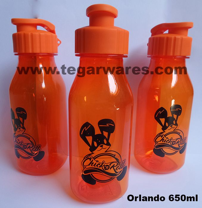 Orlando drink bottle types 650ml capacity, available in four colors: orange, red, green, black and purple. The right choice to serve as a souvenir for the registration and admission of students in the new academic year, for event and sports competitions or championship, it is also used as a souvenir restaurants or cafes. Looks image above types Orlando bottles ordered by Chicken n Roll Restaurant Jakarta