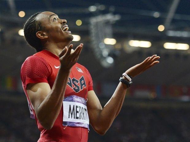 O americano Aries Merritt venceu, nesta quarta-feira, a final dos 110 m sobre barreiras nos Jogos de Londres, no Estádio Olímpico  Foto: Reuters