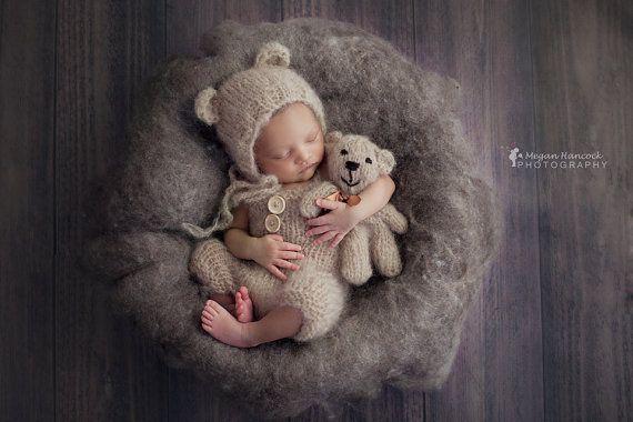 Baby Dungaree tragen Stuffie Set. von CraftyStuffBabyHats auf Etsy