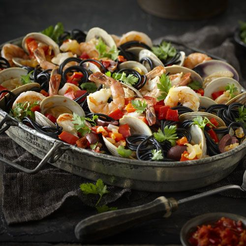 This bedazzling entrée is brimming with fresh clams and herbed shrimp, and tossed with a blending of olives, wine, aromatic vegetables and our exceptional peperoncini piccanti. With its bold colour and delicate flavour, nero di seppia spaghetti from Italy is the ideal pasta for this showstopper dish.