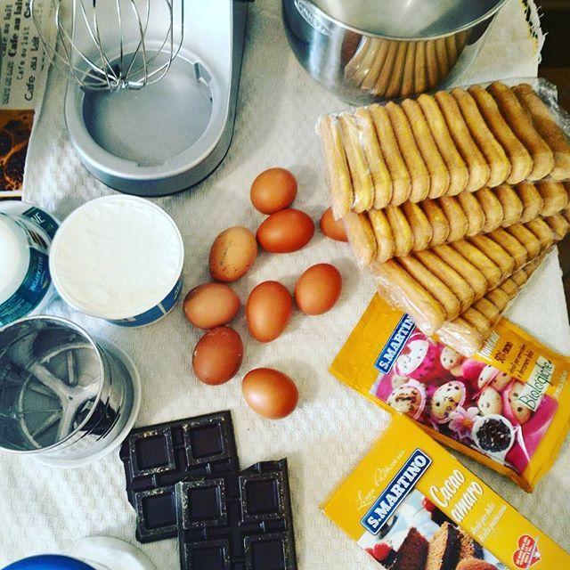 Work in progress .... Tiramisù o non tiramisù... @ilovesanmartino #tiramisu #dolci_visioni #dolcidellatradizione #rdd_food #secucinatevoi #caffettiera #caffè #espresso #instafood #instacook #gusciduovo #gusciduovoricette #eggshells #homecooked #homerestaurant #pasticceriaitaliana#ilovesanmartino