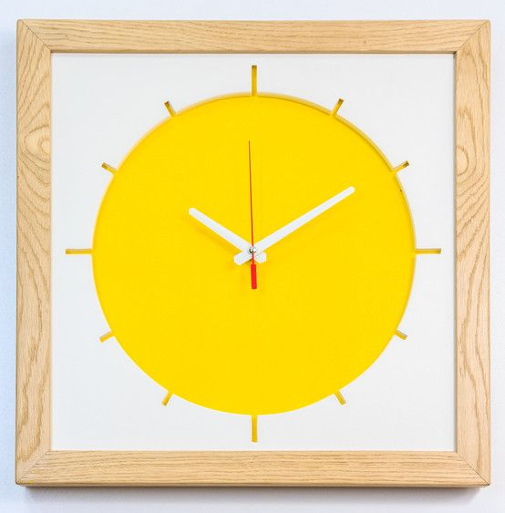 Słoneczny zegar, kolorowy zegar, zegar słońce. Zobacz więcej na: https://www.homify.pl/katalogi-inspiracji/32910/jak-poprawic-sobie-nastroj-7-wnetrzarskich-trikow