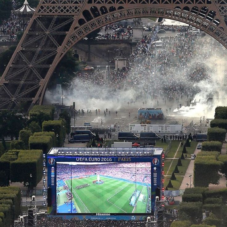 Euro 2016 fans clash with police underneath Eiffel Tower - authorities