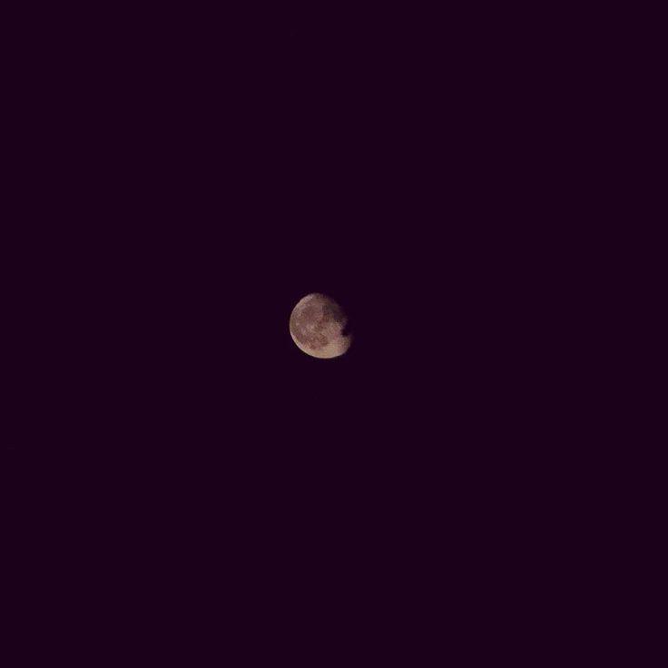 The moon last night real low in the sky #moon #winternight #dark #brightmoon @ourfinland @visit kouvola