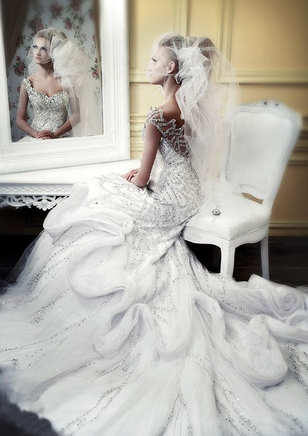 Winter Wedding Dress It S A Bit Much And Probably Out Of Any Dream Budget Mine But Who Cares Gorgeous My Future Pinterest