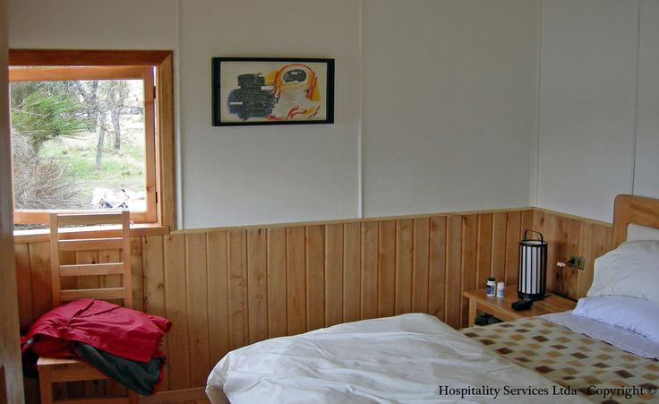 Photo: Hospitality Services Ltda - Copyright © One of the cabin´s bedrooms and its top quality king size bed