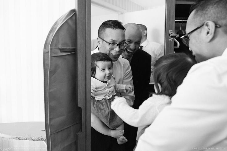 Groomsmen getting ready at a Whistle Bear Winter Wedding #sweetheartempirephotography, cambridge weddings