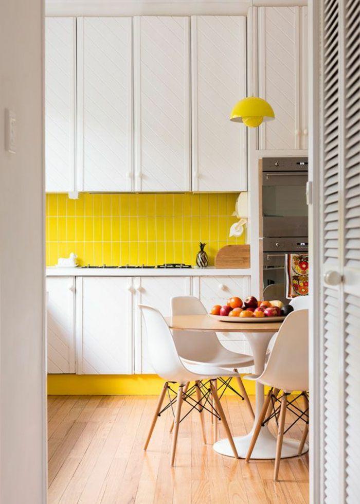 1-jolie-idee-pour-bien-decorer-les-murs-dans-la-cuisine-moderne-mur-avec-carrelage-jaune.jpg (700×980)