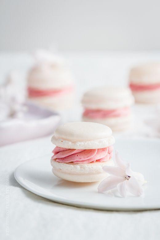 KLITZEKLEIN   Perfekte Macarons wann immer ich mag, zu jeder Zeit und für die Ewigkeit – Die italienische Variante mit französischer Buttercreme   http://www.klitzekleinesblog.de