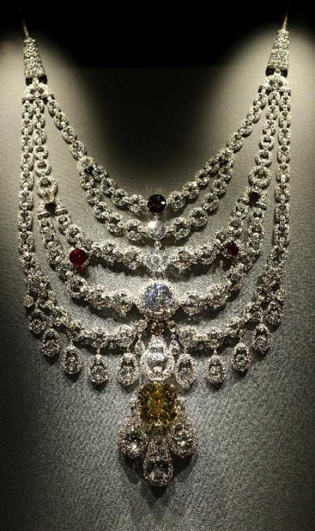 De Beers diamond ~ Cartier 'Patiala Necklace'.