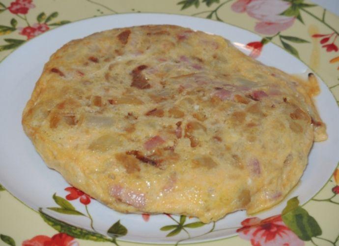 Tortilla de patatas con bacon para #Mycook http://www.mycook.es/receta/tortilla-de-patatas-con-bacon