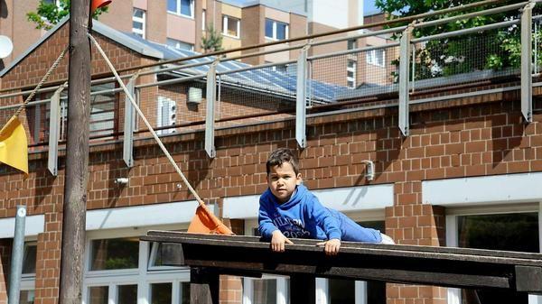 Gekommen um zu bleiben. Viele Eltern gingen selbst in die Kita im Bülowkiez, jetzt bringen sie ihre Kinder hierher. Foto: Kitty Kleist-Heinrich