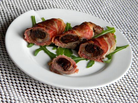 Ezt még az ünnepek alatt készítettem, hidegtálra.Egyszerű és nagyszerű. Császárszalonnába göngyölt aszalt szilvás karaj Hozzávalók: 50 dkg sertés karaj, 10 dkg aszalt szilva, 20 dkg bacon szeletelv…