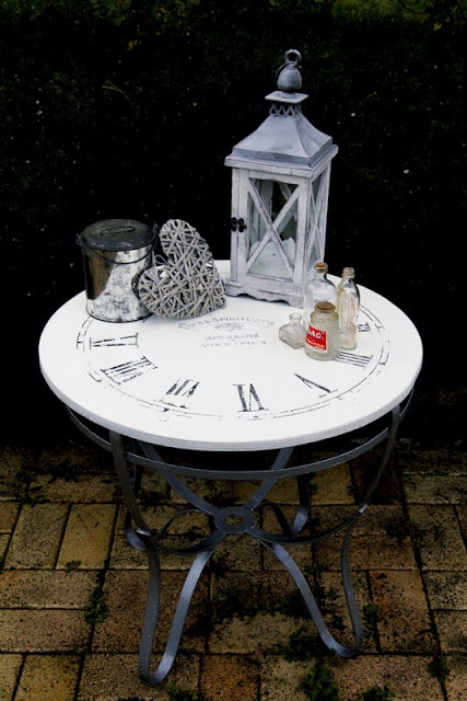 French clock table - DIY Home Decor. I bet this would be easy to make!!