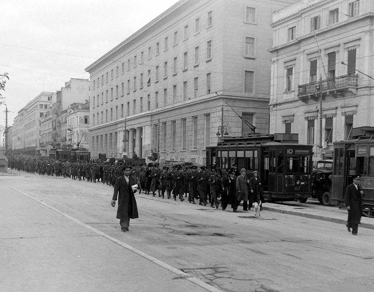 Πανεπιστημίου, Δεκέμβριος 1944 (photo by Dmitri Kessel)